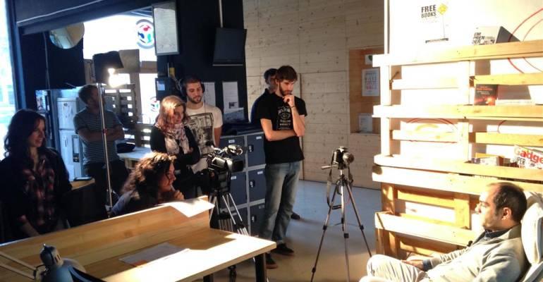 Universidad de Navarra, grabando reportaje en nuestro coworking
